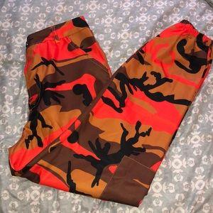 orange camo pants 🤩